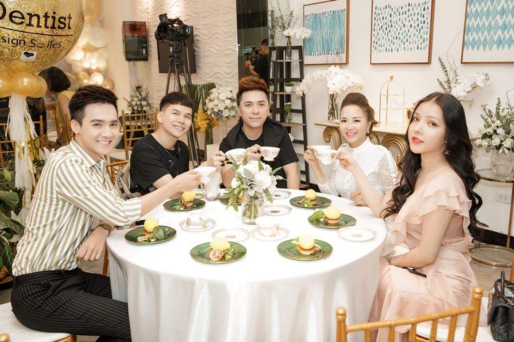 Jet Dentist tổ chức tiệc trà hoành tráng cùng với dàn sao nổi tiếng